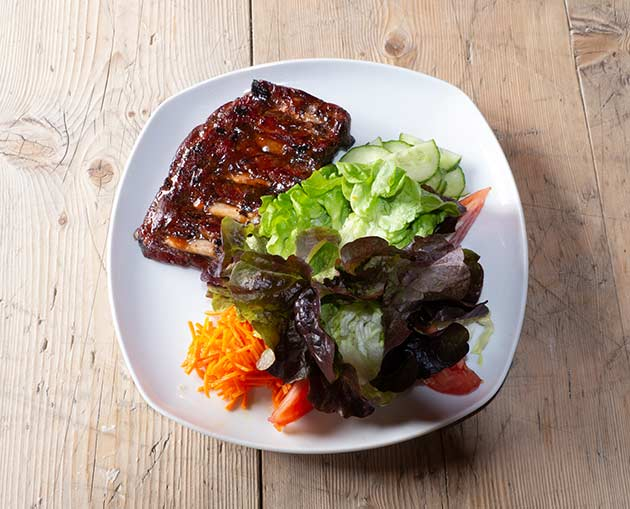 Spareribs mit Salat