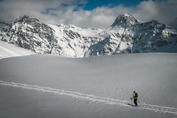 Skitourengänger beim Aufstieg zum Strätcherhora im Safiental